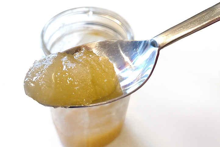 رس زدن عسل طبیعی در یخچال